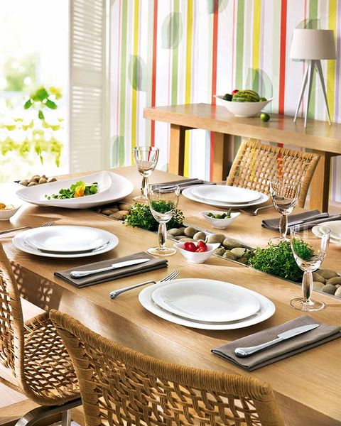 Room, Dishware, Interior design, Furniture, Table, Serveware, Window covering, Tablecloth, Interior design, Dining room,