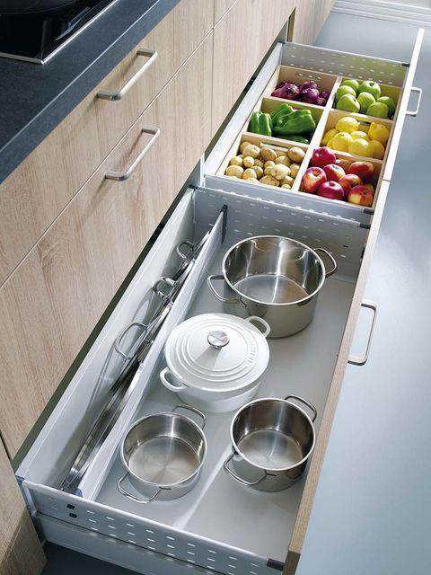 Major appliance, Kitchen appliance, Kitchen, Kitchen stove, Home appliance, Kitchen appliance accessory, Metal, Cooktop, Meal, Bowl,