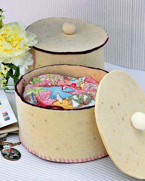 Petal, Bouquet, Peach, Cut flowers, Dishware, Flower Arranging, Floral design, Circle, Serveware, Home accessories,