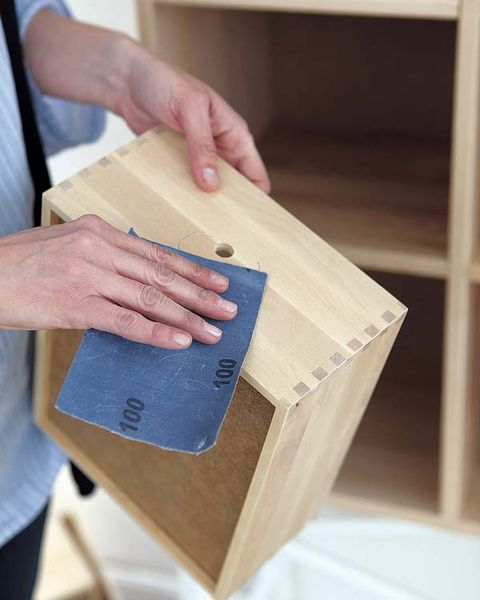 Wood, Finger, Wood stain, Wrist, Hardwood, Nail, Paper product, Thumb, Wooden block, Plywood,