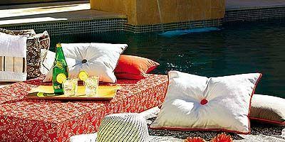 Textile, Throw pillow, Linens, Room, Cushion, Pillow, Interior design, Bedding, Home accessories, Bed sheet,