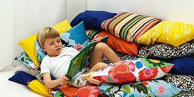 Textile, Room, Linens, Bedding, Lamp, Play, Pillow, Bed sheet, Bedroom, Cushion,
