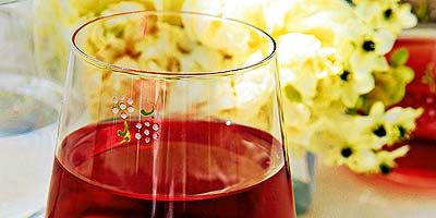Liquid, Fluid, Glass, Drink, Barware, Red, Drinkware, Alcoholic beverage, Bouquet, Stemware,
