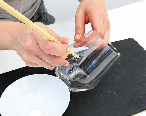 Finger, Hand, Dishware, Nail, Plate, Paint, Engineering, Wire, Porcelain, Platter,