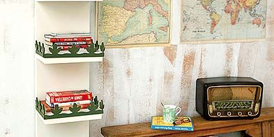 Green, Room, Shelving, Shelf, Home accessories, Rectangle, Picture frame, Sofa tables, End table, Linens,