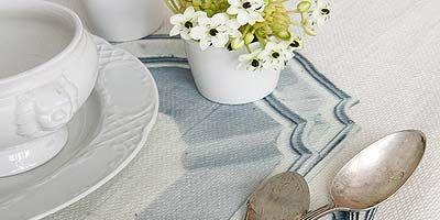 Serveware, Dishware, Petal, Tablecloth, Cutlery, Porcelain, Tableware, Bouquet, Kitchen utensil, Home accessories,