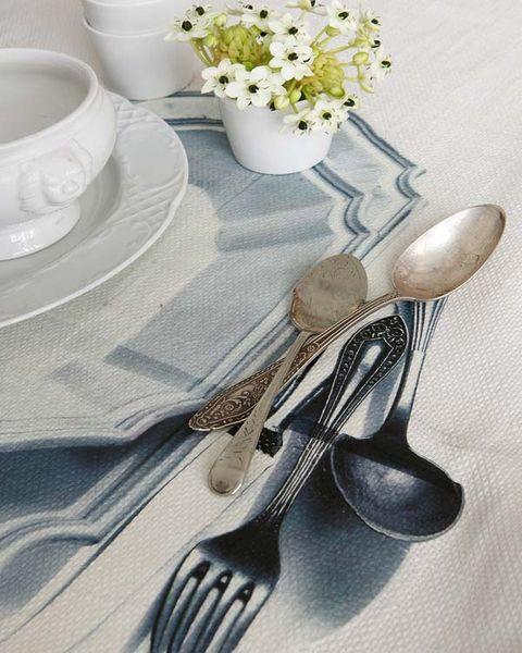 Serveware, Dishware, Flower, Petal, Cutlery, Porcelain, Bouquet, Kitchen utensil, Tablecloth, Cut flowers,