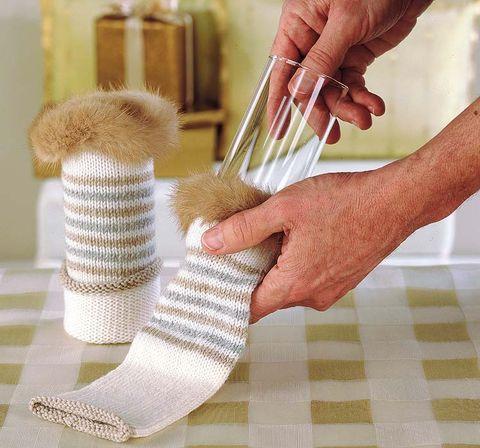 Finger, Joint, Wrist, Nail, Thumb, Gesture, Sock, Craft, Creative arts, Wool,