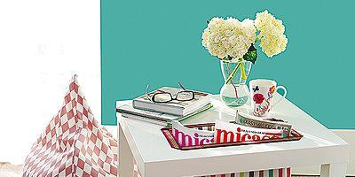 Tablecloth, Room, Bouquet, Table, Linens, Interior design, Cut flowers, Petal, Home accessories, Flower Arranging,