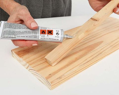 Wood, Finger, Hardwood, Nail, Thumb, Paper, Material property, Document, Paper product, Wood stain,