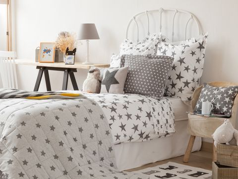 Bedding, Furniture, Bed sheet, Room, Textile, Interior design, Linens, studio couch, Pillow, Chair,
