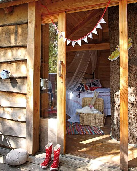 Wood, Hardwood, Boot, Wood stain, Lumber, Bed, Log cabin, Outdoor structure, Plank, Plywood,