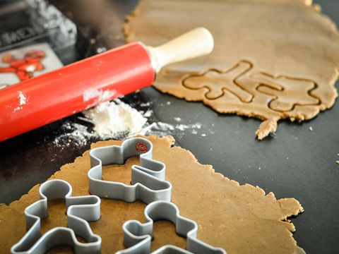 Cookie cutter, Kitchen utensil, Ingredient, Chemical compound, Powder, Tool, Rolling pin, Flour,