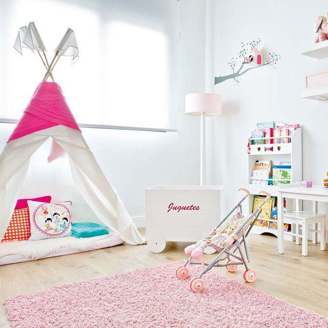Dormitorio infantil con tipi para jugar