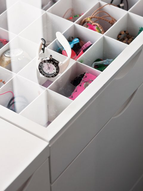 Pink, Lavender, Material property, Plastic, Shelving, Box, Silver, Packing materials, Carton, Packaging and labeling,