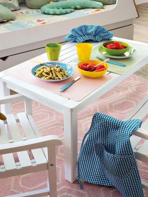 Textile, Table, Tablecloth, Linens, Dishware, Cuisine, Home accessories, Produce, Meal, Natural foods,