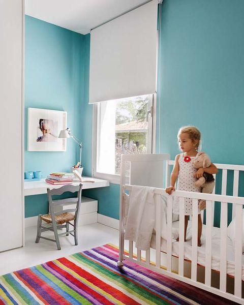 El dormitorio del beb en blanco y turquesa - Azul turquesa pared ...