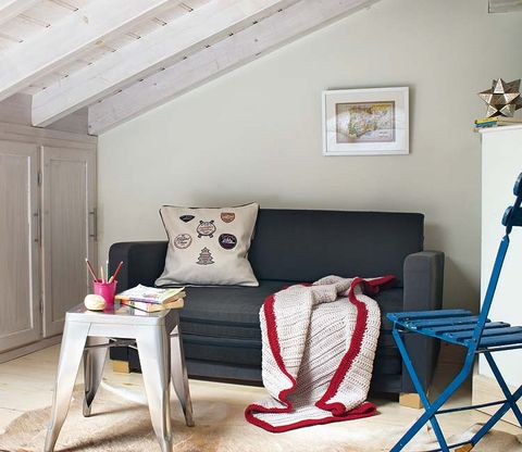 Room, Interior design, Wood, Floor, Textile, Wall, Furniture, Pillow, Ceiling, Throw pillow,