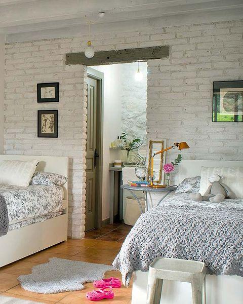 Room, Interior design, Tablecloth, Floor, Wall, Home, Flooring, Ceiling, Furniture, Linens,