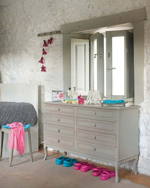 Chest of drawers, Room, Wood, Drawer, Interior design, Wall, Furniture, Pink, Floor, Cabinetry,