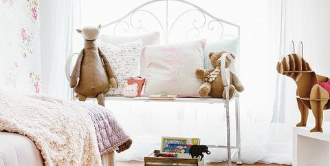 Un dormitorio femenino y romántico