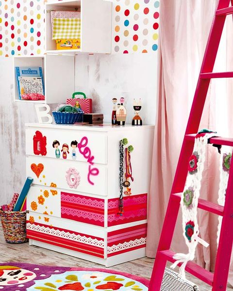 Room, Interior design, Pink, Decoration, Interior design, Basket, Window treatment, Creative arts, Shelving, Present,