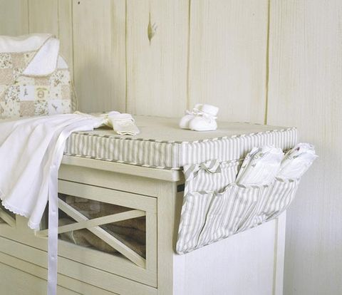 Product, Wood, Room, Textile, Tablecloth, White, Linens, Interior design, Wall, Floor,