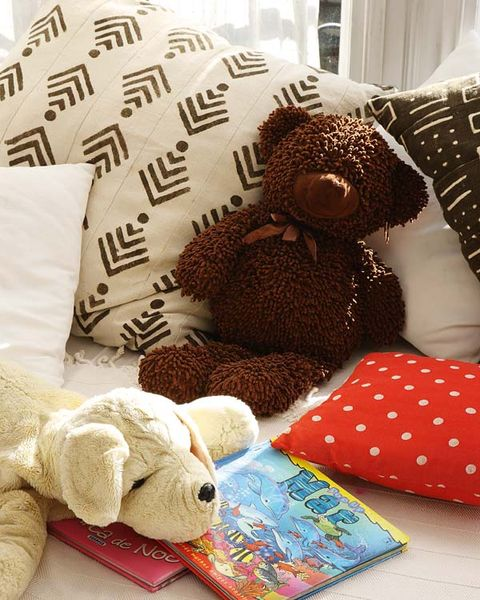 Toy, Textile, Stuffed toy, Plush, Linens, Home accessories, Cushion, Baby toys, Throw pillow, Bedding,