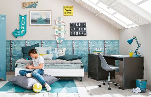 Turquoise, Room, Furniture, Interior design, Living room, Building, House, Desk, Table, Sitting,