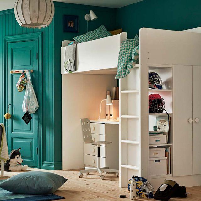 Dormitorio juvenil verde con litera y escritorio