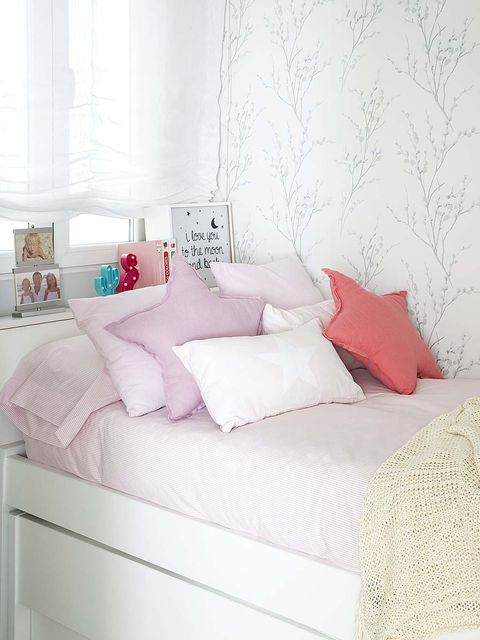 Bed, Furniture, Bed sheet, Bedding, Bedroom, Pink, Bed frame, Room, Mattress, Textile,