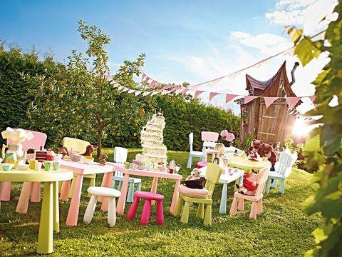 Outdoor furniture, Garden, Table, Outdoor table, Petal, Shrub, Spring, Yard, Backyard, Lawn,