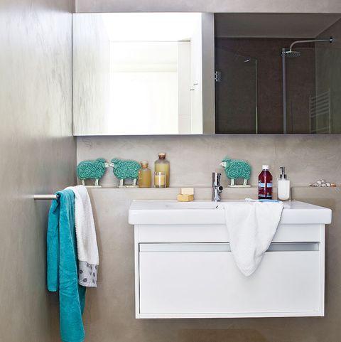 baño con paredes y suelos de microcemento