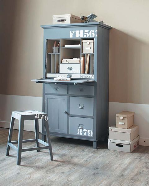 Wood, Drawer, Room, Chest of drawers, Cabinetry, Floor, Grey, Hardwood, Material property, Shelving,