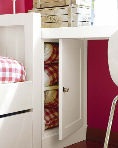 Room, Interior design, Wall, Floor, Maroon, Material property, Handle, Plywood, Coquelicot, Plaid,