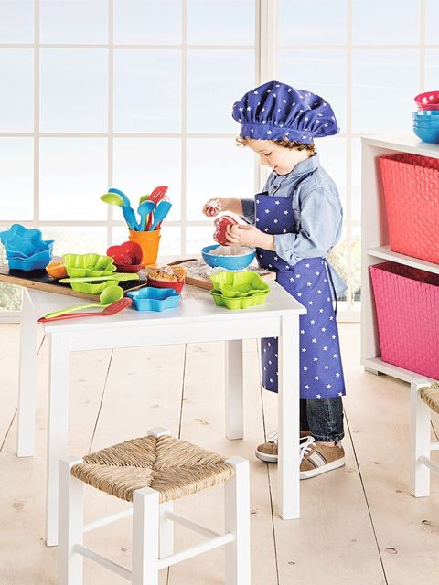 Paint, Home accessories, Cook, Household supply, Painting, Stool, Bonnet, Homemaker, Vegetable, Wicker,