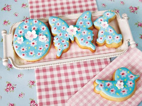 Finger food, Pattern, Food, Dessert, Cookies and crackers, Pink, Sweetness, Baked goods, Confectionery, Baking,