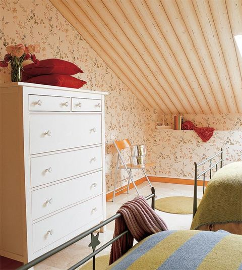 Room, Wood, Interior design, Floor, Bed, Furniture, Drawer, Cabinetry, Chest of drawers, Ceiling,