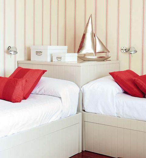 Room, Interior design, Bed, Property, Bedding, Textile, Bedroom, Wall, Linens, Bed sheet,