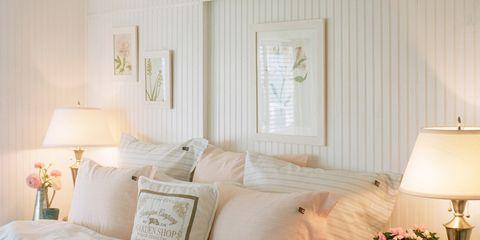 Lighting, Room, Bed, Interior design, Bedding, Textile, Lamp, Bed sheet, Bedroom, Linens,