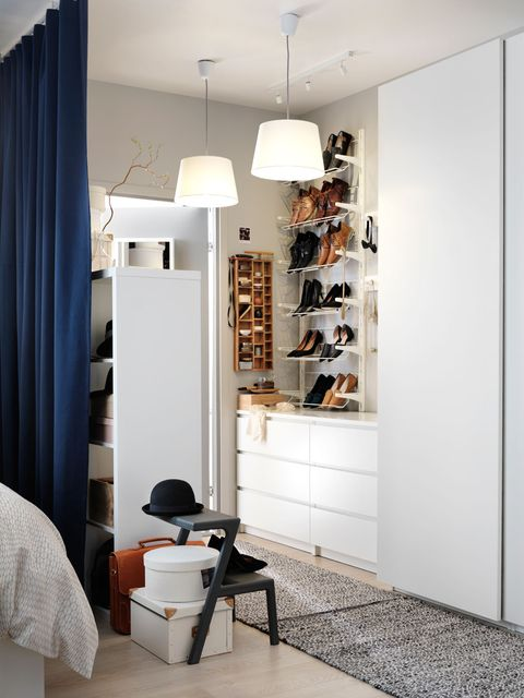 Trece armarios para el dormitorio for Armarios altos para dormitorio