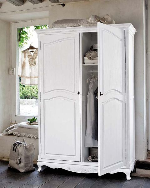 White, Fixture, Bag, Grey, Luggage and bags, Home door, Handle, Molding, Household hardware, Cabinetry,
