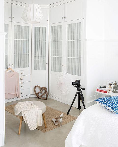 Dormitorio blanco: Armario en esquina