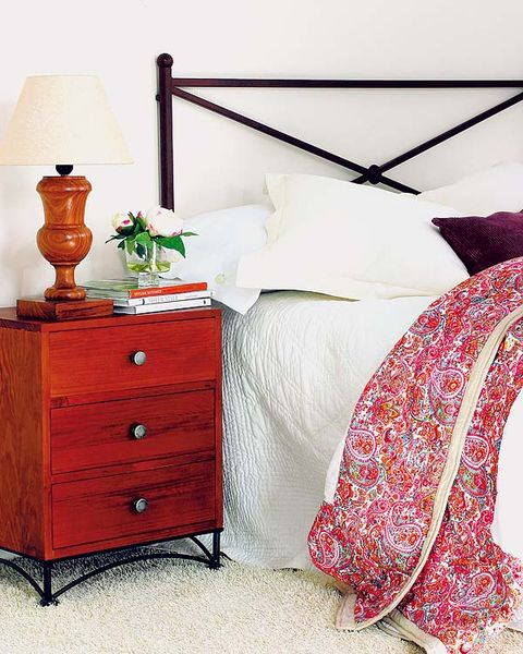 Wood, Room, Chest of drawers, Drawer, Interior design, Textile, Furniture, White, Bed, Bedding,
