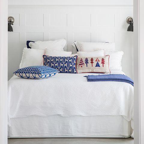 Bed, Bedding, Furniture, Bed sheet, Blue, Product, Textile, Duvet cover, Room, Bedroom,