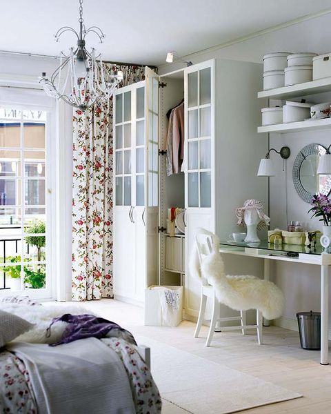 Interior design, Room, Green, Floor, Home, Textile, Wall, Flooring, Ceiling, Furniture,