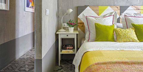 Dormitorio amarillo y gris