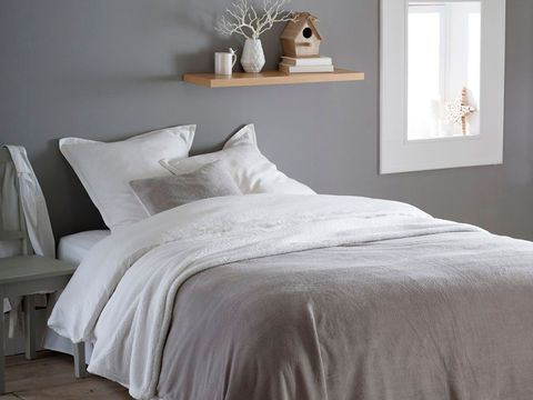 Room, Bed, Property, Interior design, Bedding, Textile, Wall, Bedroom, Furniture, White,