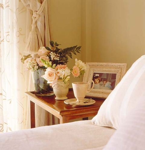 Room, Interior design, Flower, Petal, Interior design, Bouquet, Vase, Linens, Flower Arranging, Peach,