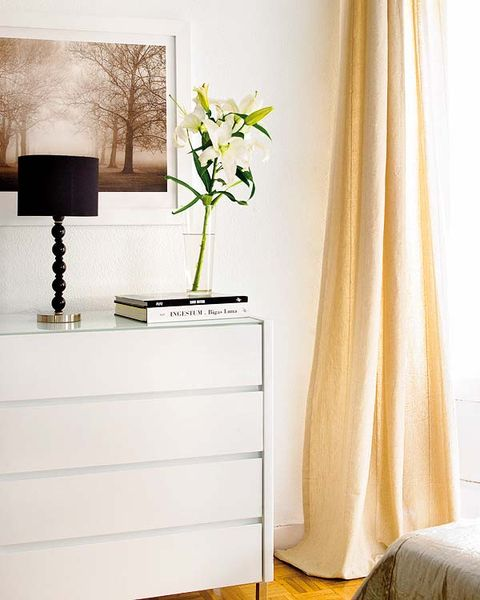 Room, Interior design, Wall, Interior design, Linens, Drawer, Chest of drawers, Still life photography, Bouquet, Window treatment,